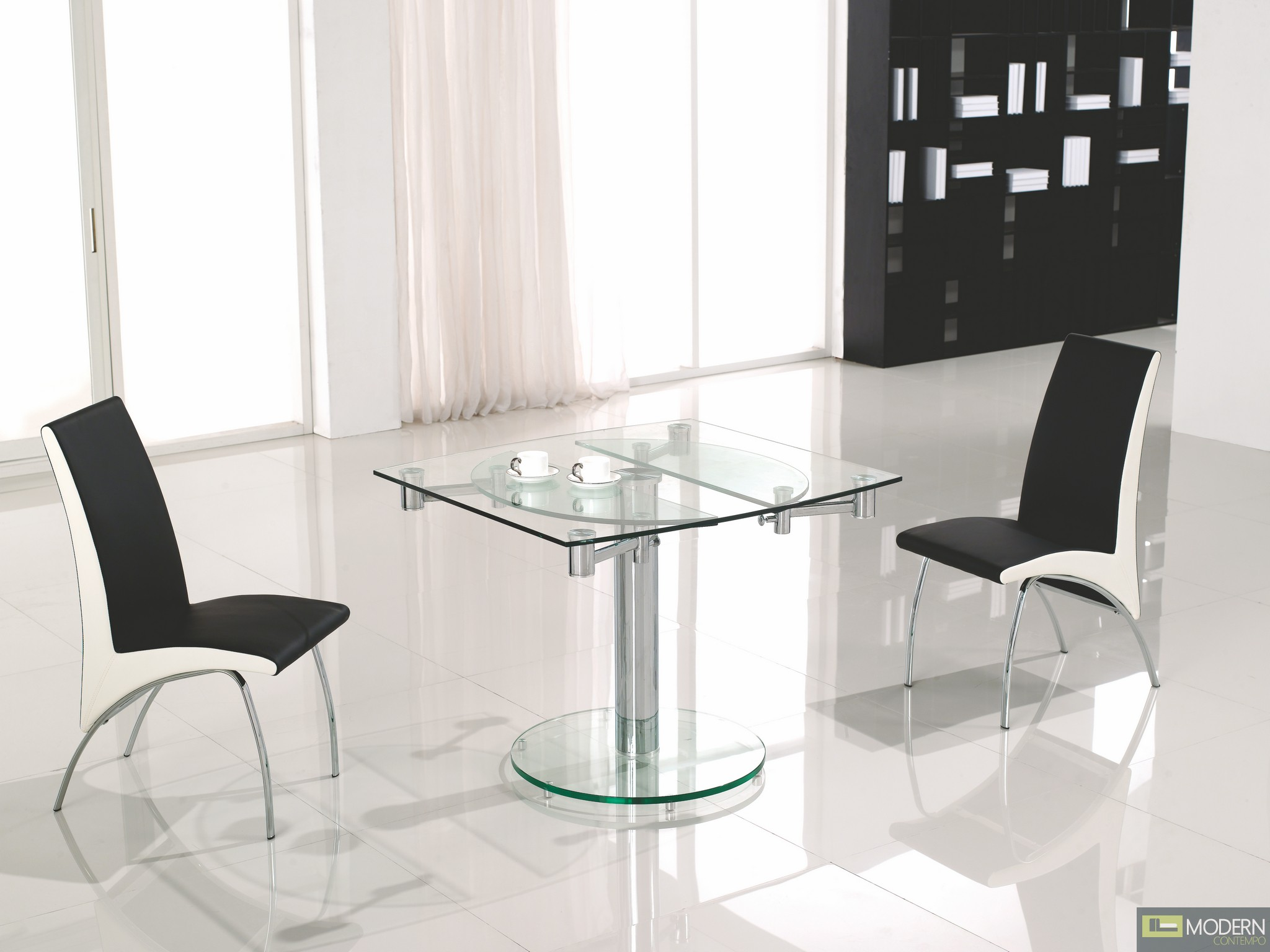 Thao modern extendable glass dining table for Mesas de comedor cuadradas