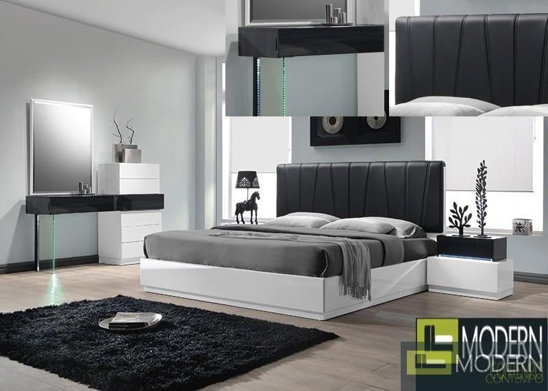 Potenza Black Lacquer Platform Bed With Rhinestones