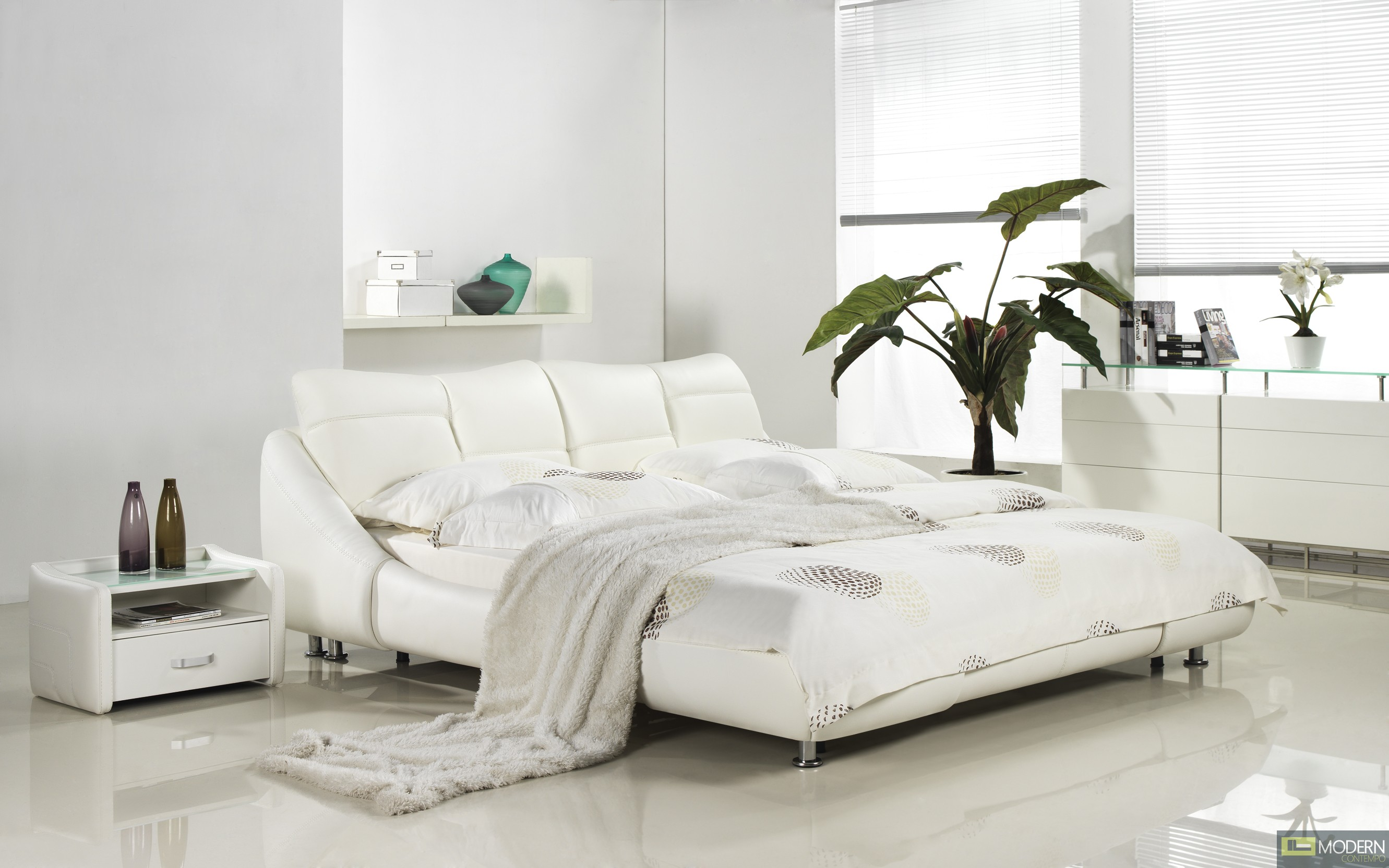Mirage - Modern White Leather Platform Bed
